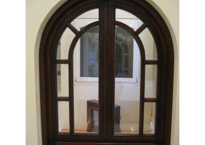 Δίφυλλο ημικυκλικό παράθυρο
