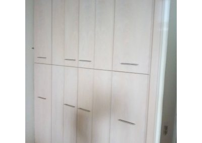Δωδεκάφυλλη ντουλάπα (6 φύλλα πάνω 6 φύλλα κάτω) σε άσπρη λάκα