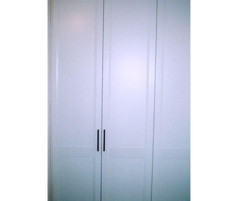 Τετράφυλλη ντουλάπα από μασίφ
