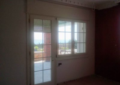 Μπαλκονόπορτα με ενσωματωμένο παράθυρο σε ξυλεία νιαγκόν