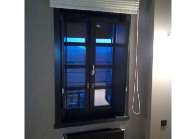 Δίφυλλο παράθυρο με 2 οριζόντια καΐτια