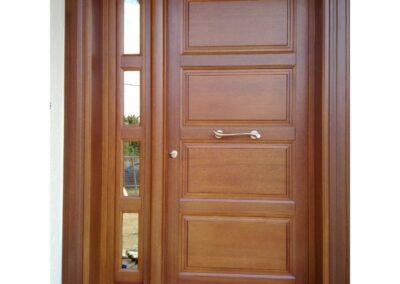 Δίφυλλη εξωτερική πόρτα ταμπλαδωτή