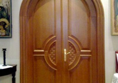 Κυκλική ταμπλαδωτή χειροποίητη πόρτα βαρέως τύπου