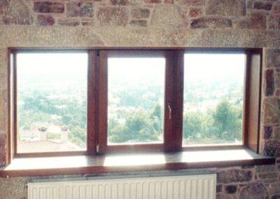 Τρίφυλλο παράθυρο σε σύνθεση σταθερό