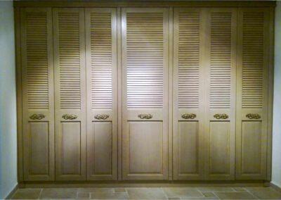 Επτάφυλλη ντουλάπα από μασίφ